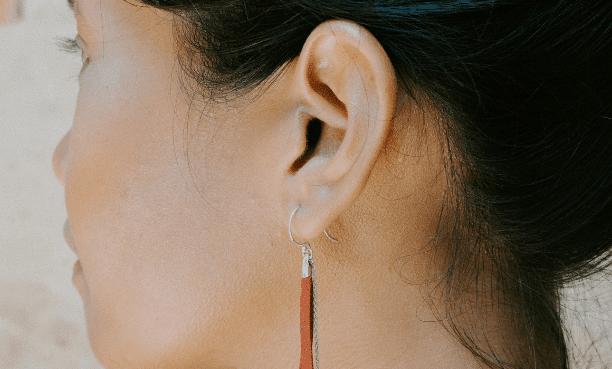 rejuvenecer el lóbulo de las orejas