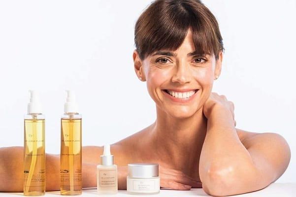 Nieves Alvarez embajadora de la linea de cosmetica Dr. Planas