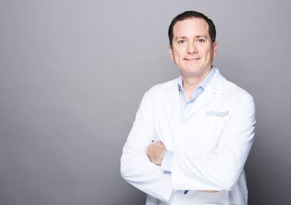Dr. Dorian González